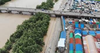 В Черновцах один из крупнейших рынков страны охвачен водой: ужасающее видео с дрона