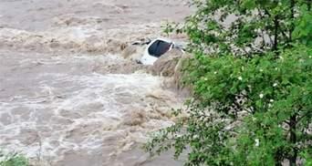 Наводнение на Прикарпатье: вода отступает