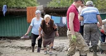 Меня волокли по воде, – 88-летняя бабушка из Буковины показала страшные последствия наводнения