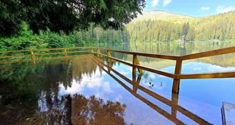 Озеро Синевир вышло из берегов, но – все еще доступно и невероятно красиво: фото и видео