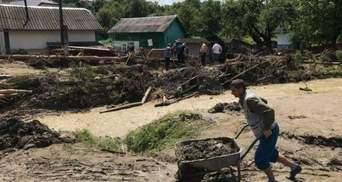 Провели уборку на камеру и ушли: люди жалуются на отсутствие помощи после наводнения