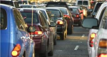 Километровые пробки на трассе Киев – Одесса из-за ремонта дамбы: когда движение восстановят