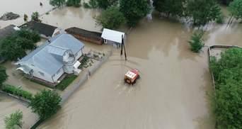 Яких збитків завдала повінь на заході України: названо суми та руйнування