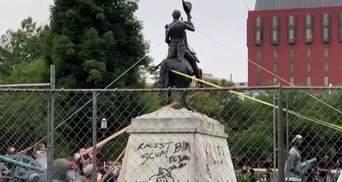 Покарання для вандалів: Трамп підписав закон про захист пам'ятників