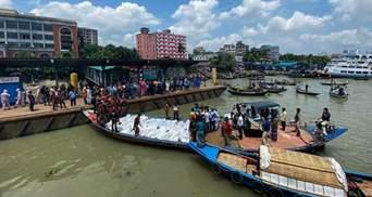 У Бангладеш на річці зіштовхнулися пором і човен: 32 людини загинули