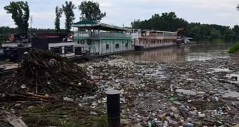 Угорщину завалює сміттям з Тиси: Будапешт вимагає від Зеленського вирішити проблему