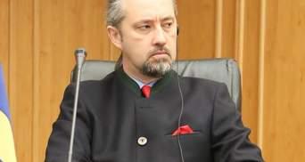 """Екснардеп """"Опоблоку"""" процитував доктрину Путіна: суддя КСУ вступив у перепалку з ним – відео"""