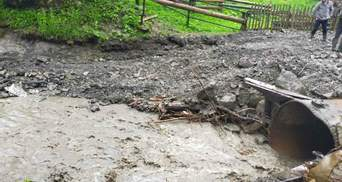 Непогода на Прикарпатье: с рядом сел полностью отсутствует транспортное сообщение