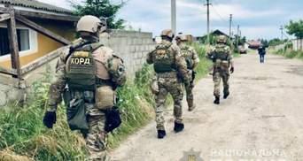 Поліція зі спецназом провела масові обшуки на Прикарпатті через незаконну вирубку лісу – фото