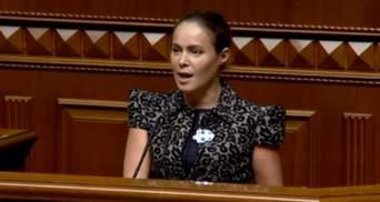 Королевська прийшла в Раду з блокатором проти коронавірусу та іконкою: курйозне фото