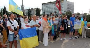 На захист української мови люди вийшли на мітинг у Запоріжжі: фото