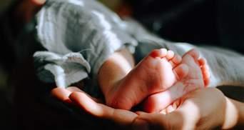 """""""Пішли і забули, наче дитини й нема"""": в пологовому """"Лелека"""" батьки відмовились від немовляти"""