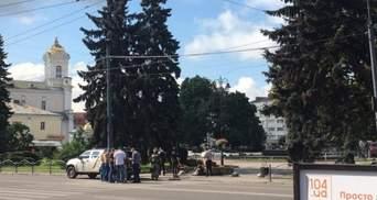Чоловік, що тримає заручників у Луцьку, каже про ще один захоплений автобус, – місцеві ЗМІ