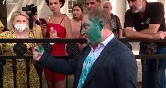Облитый зеленкой нардеп Волошин поспорил с журналисткой 24 канала: видео