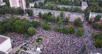 Тысячи белорусов вышли в поддержку конкурентки Лукашенко Тихановской: впечатляющие видео, фото