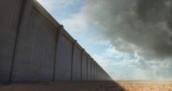 Мощный ураган частично разрушил стену Трампа на границе США и Мексики: впечатляющее видео