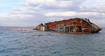 Затонувший танкер Delfi может пролежать в море до конца туристического сезона