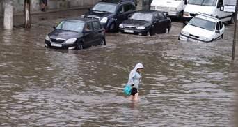 Сильна злива в курортному Бердянську: місто оговтується після нічної грози – фото, відео