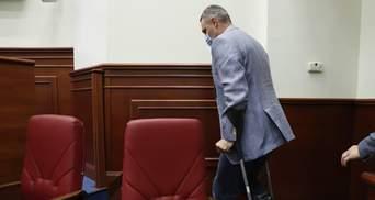 """""""З'явилася нова опція – """"накостиляти"""": Кличко прийшов у Київраду на милицях – фото, відео"""