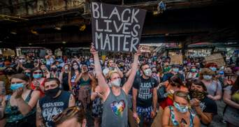 С оружием и стычками: на расовых протестах в США все горячее