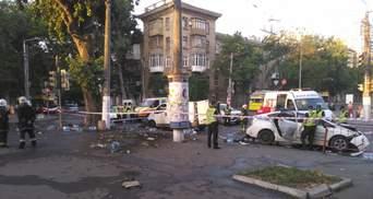Патрульні протаранили мікроавтобус в Одесі: відео зіткнення 18+