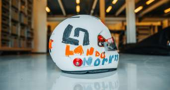 Пилот Формулы-1 выступит на гонке в шлеме, дизайн которого разработала 6-летняя девочка: фото