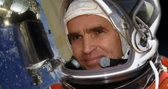 На памятник космонавту Каденюку личные деньги выделит Зеленский и другие чиновники, – ОП
