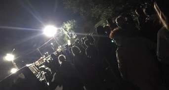 На границе с Крымом в очереди собрались несколько сотен людей: КПВВ закроют в 8 утра 9 августа