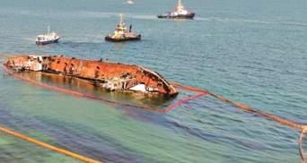 Прочь с пляжа: танкер Delfi обещают убрать ко Дню Независимости