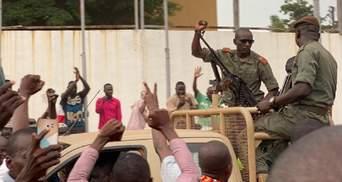 Військовий заколот у Малі: президент пішов у відставку та розпустив парламент