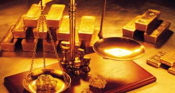 Цена золота резко упала после публикации протокола Федрезерва США: как это повлияло на доллар