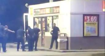 Окружили и расстреляли: полицейские в США снова убили афроамериканца, видео попало в сеть