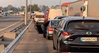Сотни машин застряли в очередях на границе с Венгрией и Румынией: с чем это связано