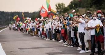 У Литві на ланцюг солідарності з Білоруссю вийшли десятки тисяч людей: фото