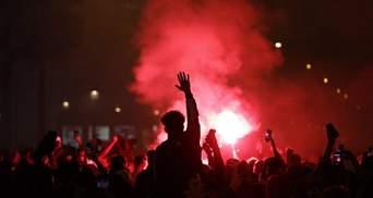 Жгут машины и бьют витрины: после поражения ПСЖ в Лиге чемпионов в Париже начались беспорядки