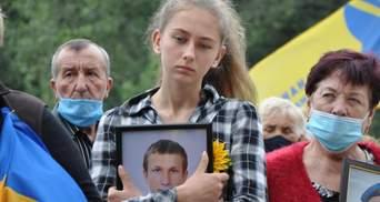 Час не лікує: рідні загиблих воїнів пікетували під посольством Росії та ОП – зворушливі фото