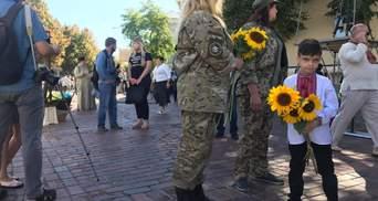 Украинцы почтили погибших защитников в Киеве: трогательные фото, видео