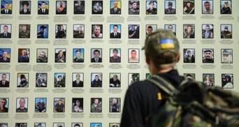 Оказания почестей павшим героям: политики о Дне памяти защитников Украины