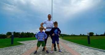 Тарас Тополя разом з синами вшанував пам'ять загиблих захисників України: щемливі фото