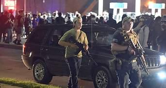 В США подростка обвиняют в убийстве митингующих: Трамп и Байден заняли разные позиции