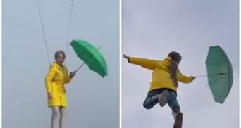 Верещук із парасолькою політала над Києвом: у мережі помітили плагіат