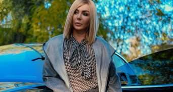 У леопардових босоніжках і халаті-кімоно: Ірина Білик підкорила ефектним аутфітом – фото