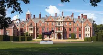 Королева Єлизавета ІІ перетворила свій заміський палац на автокінотеатр