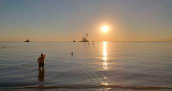 Геть із пляжу: танкер Delfi прибрали з Одеси і перевезли до Чорноморська – фото, відео