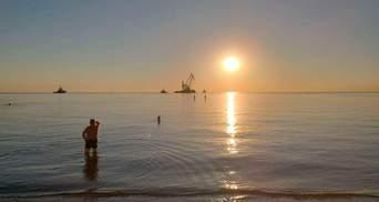 Прочь с пляжа: танкер Delfi убрали из Одессы и перевезли в Черноморск  –  фото, видео