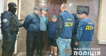 Катували людей і транслювали це в мережі: у Бердичеві викрили кримінальних блогерів