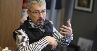Невідомий жбурнув яйцем в Олександра Ткаченка: відео