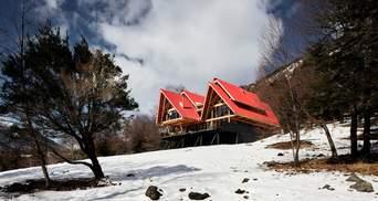 Рядом с вулканом: в Чили построили домик со смотровыми террасами и большим камином – фото