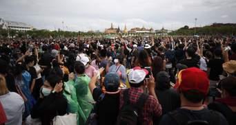 Майже 20 тисяч людей вийшли на антиурядові протести в Таїланді: відео