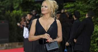 Настоящая хозяйка: Памела Андерсон занялась выпечкой в нижнем белье – эротические фото